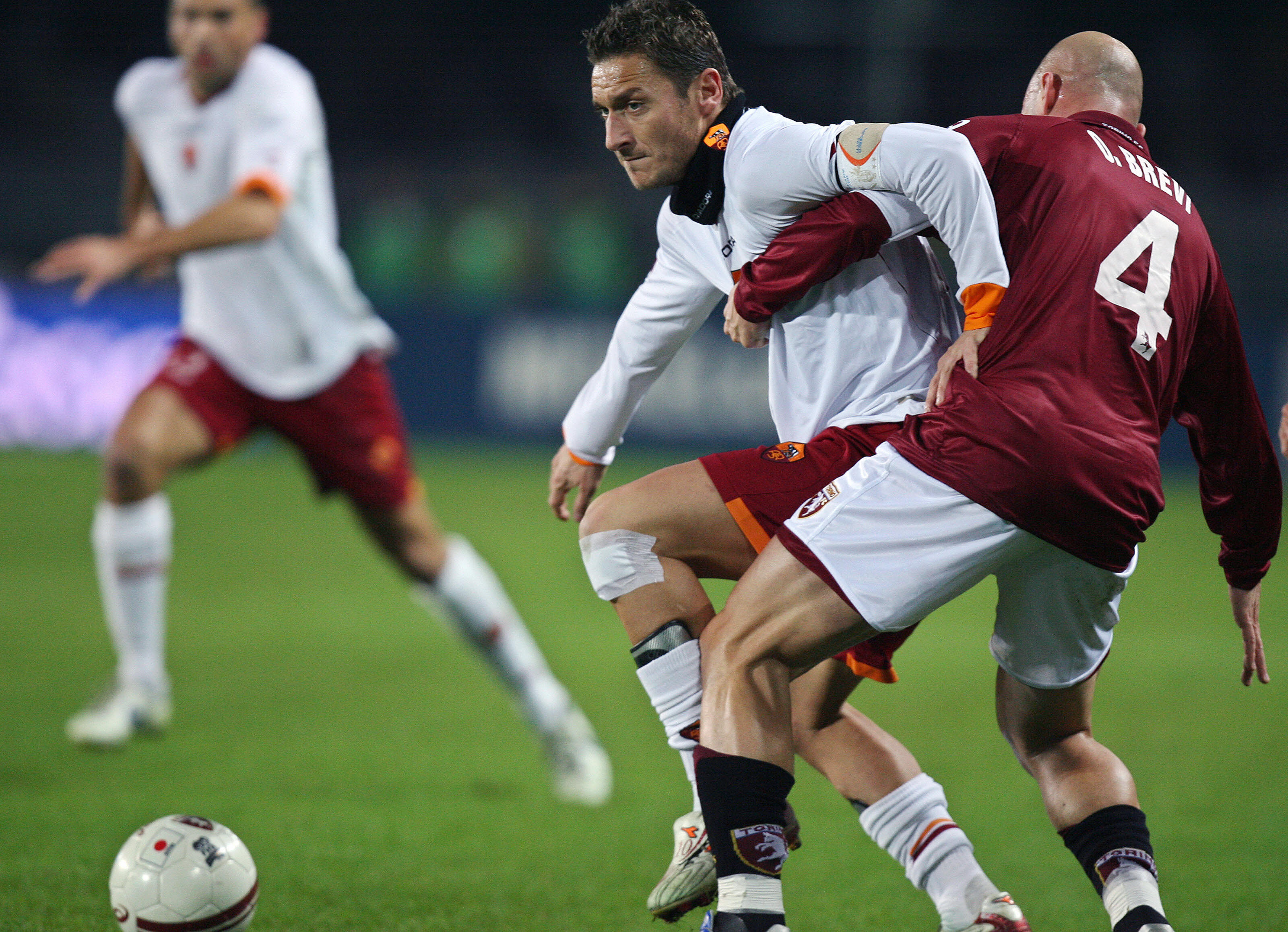 Roma's forward Francesco Totti (L)