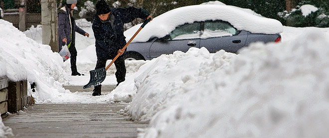 Down shovels: the city should clear the sidewalks