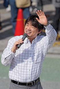 Growing opposition to nuclear power has made Osaka's mayor Japan's most popular politician