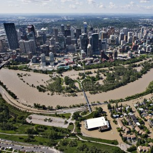 The Bow River over flows its banks into the downtown core and residential areas in Calgary, Alberta June 22, 2013. The heaviest floods in decades shut down the Canadian oil capital of Calgary on Friday, forcing the evacuations of tens of thousands of residents and shutting the Alberta city's downtown core. Some 1,300 troops were deployed to help with rescues and the mandatory evacuations that forced 100,000 people from their homes in Calgary and thousands more in the small towns surrounding the city.   REUTERS/Andy Clark