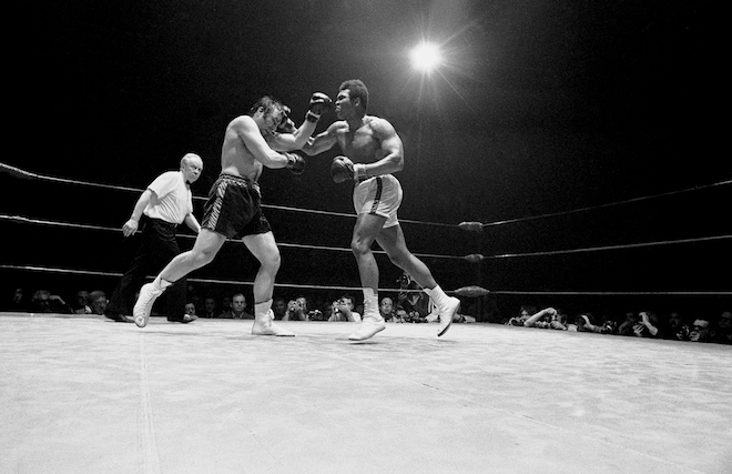 Muhammad Ali and George Chuvalo boxing