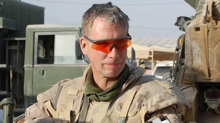 Andrew Leslie in Kandahar in 2010 (Murray Brewster/CP)