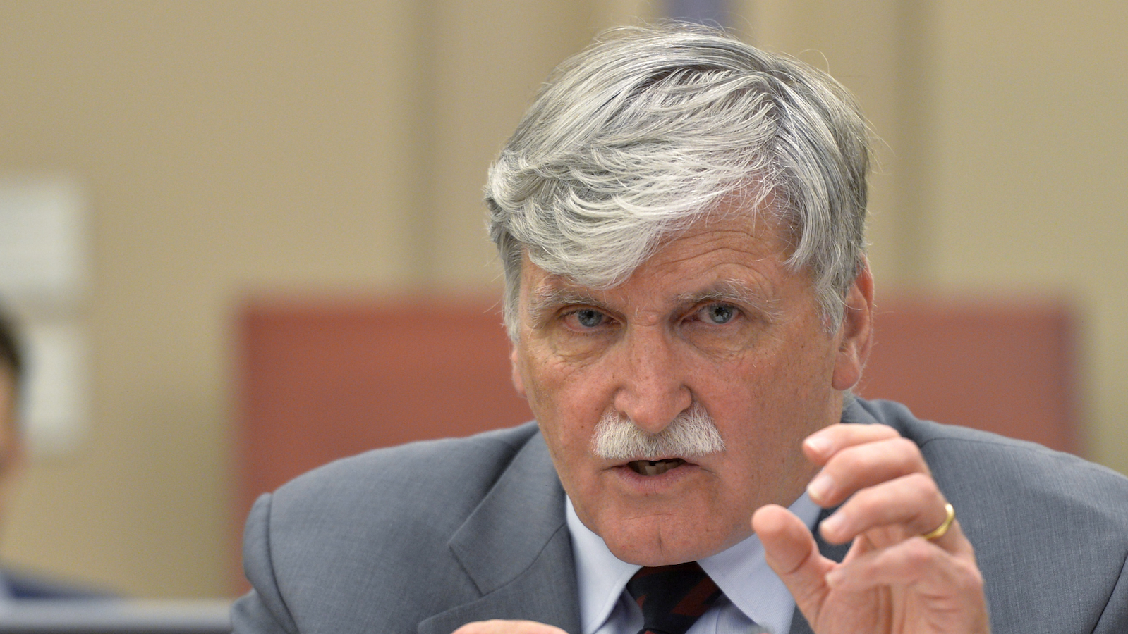 Dallaire Quitting Senate 20140528