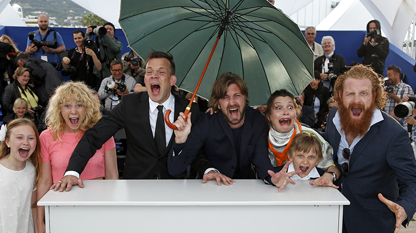 """Director Ruben Ostlund (C), cast members Clara Wettergren (L), Johannes Bah Kuhnke (3rdL), Lisa Loven Kongsli (3rdR), Vincent Wettergren (2ndR) and Kristofer Hivju (R) shout as they pose during a photocall for the film """"Force Majeure"""" in Cannes. (Benoit Tessier/Reuters)"""