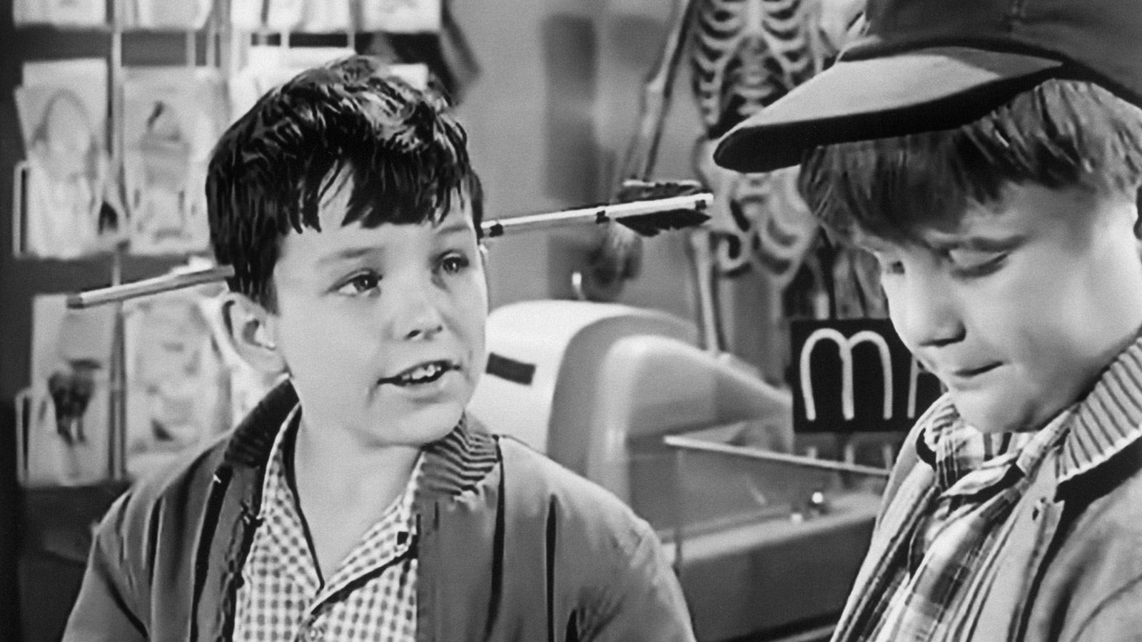 LEAVE IT TO BEAVER, (from left): Jerry Mathers, Robert 'Rusty' Stevens, 'Beaver The Magician', (Seas