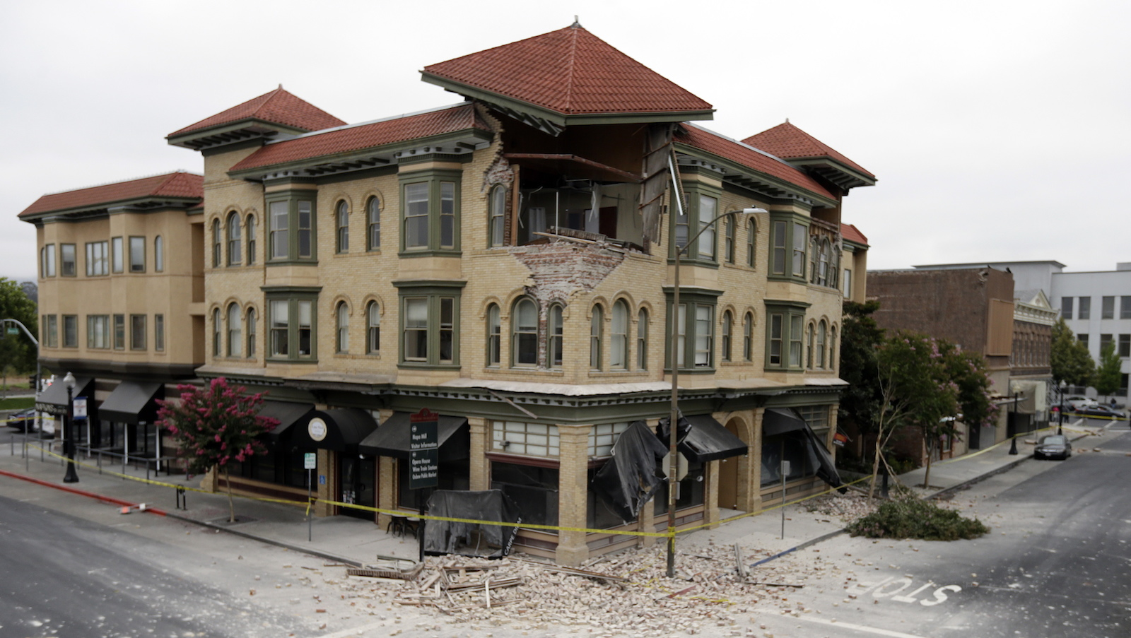 A building is partially collapsed due to a  6.0-magnitude earthquake, Sunday, Aug. 24, 2014, in Napa, Calif. (Ben Margot/AP)