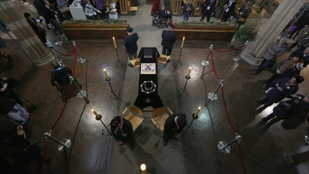 Honour guards by members of the British Legion stand by the coffin of King Richard III as the public view it in repose inside Leicester Cathedral on March 23, 2015 in Leicester, England. (Photo by Christopher Furlong/Getty Images)