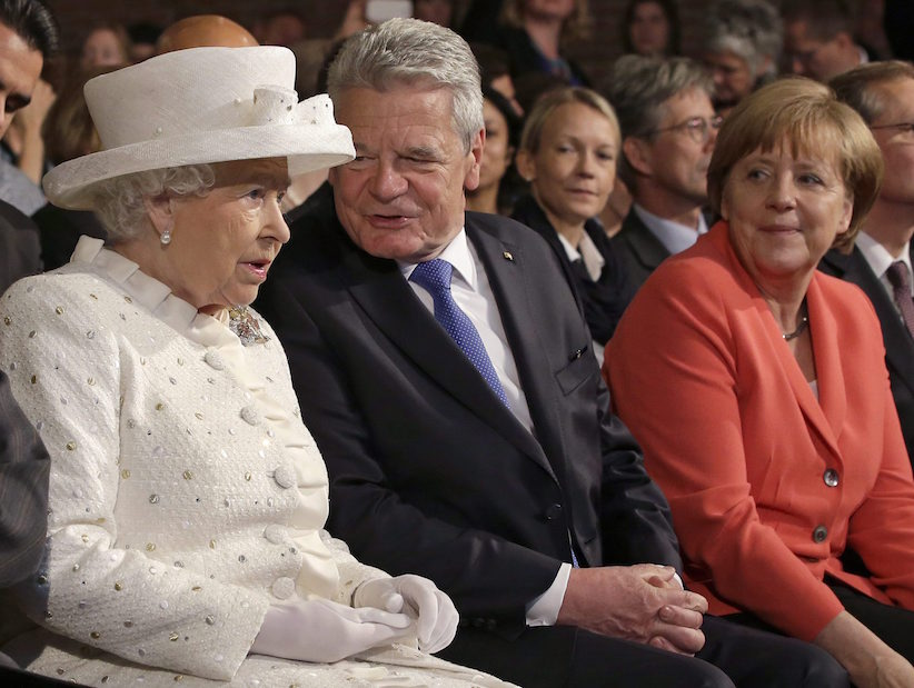 Britain's Queen Elizabeth II, German President Joachim Gauck and German Chancellor Angela Merkel, from left, talk as they arrive for a lecture as part of a reception at the 'Technische Universitaet' (Technical University) in Berlin, Germany, Wednesday, June 24, 2015. (AP Photo/Michael Sohn, pool)