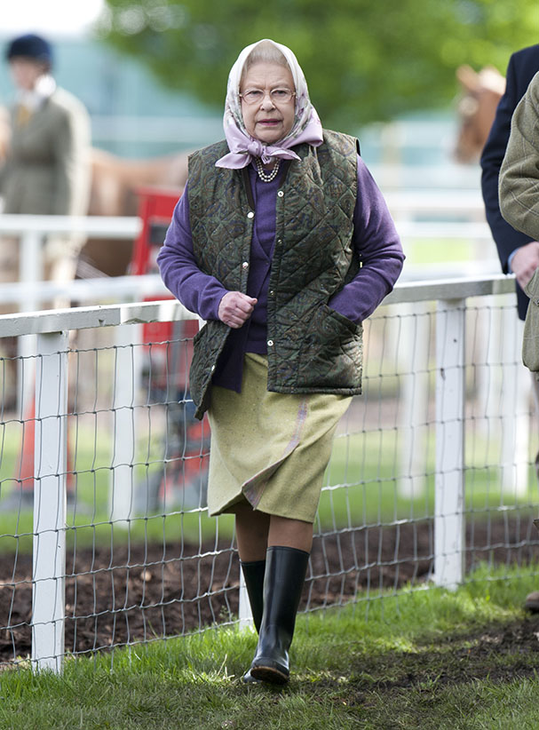 Hm Queen Elizabeth Ll Visits The Royal Windsor Horse Show Wearing Wellington Boots, In The Grounds Of Windsor Castle In Windsor. (Mark Cuthbert/UK Press/Getty Images)