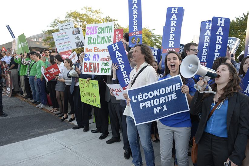 Supporters of the Conservative Party assemble outside the French-language leaders' debate in Montreal on Thursday, September 24, 2015. THE (Ryan Remiorz/CP)