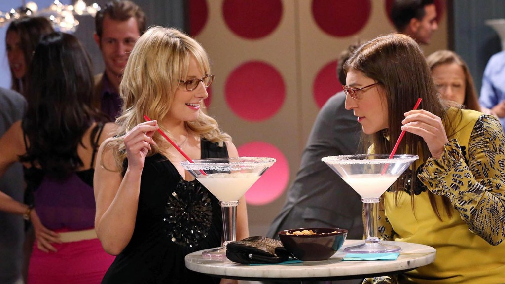 THE BIG BANG THEORY, l-r: Melissa Rauch, Mayim Bialik in 'The Focus Attentuation' (Season 8,