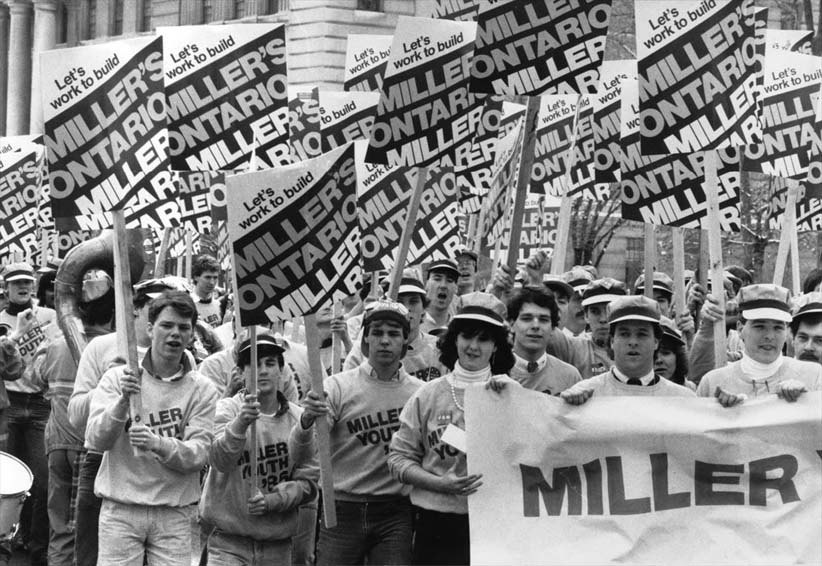 Jan. 25, 1985. Toronto.  Frank Miller supporters parade down University Ave. during the lead-up to the Ontario Progressive Conservative leadership convention. (Thomas Szlukovenyi/Globe and Mail/CP)