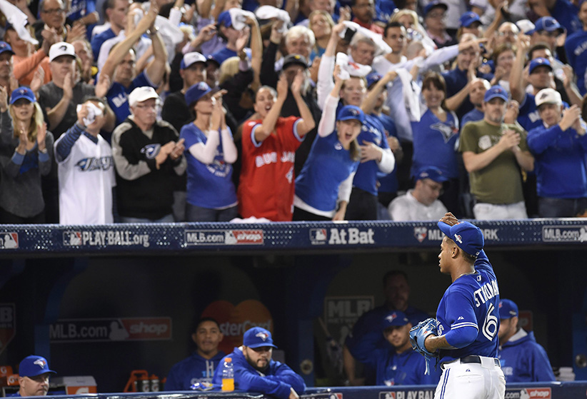 Toronto Blue Jays pitcher Marcus Stroman tips his cap to the crowd after being pulled from the game against the Kansas City Royals during the seventh inning in Game 3 of baseball's American League Championship Series on Monday, Oct. 19, 2015, in Toronto. (Frank Gunn/AP/CP) MANDATORY CREDIT