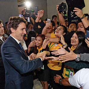 Canadian Prime Minister Justin Trudeau is greeted by crowds of hysteria as he leaves his closing press conference following the APEC Summit in Manila, Philippines on Thursday, November 19, 2015. (Sean Kilpatrick/CP)