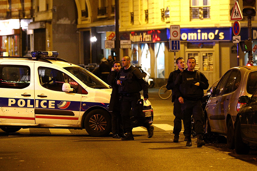 Police officers arrive at the scene of a shooting in Paris, France, 13 November 2015. A shooting occurred in a restaurant late 13 November in Paris, with newspaper Liberation reporting several dead. Explosions have also been reported near the Stade de France.  (YOAN VALAT/EPA/CP)