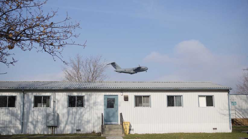 November 25, 2015 - TRENTON, ON: A cc - 177 Globemaster III flies over the barracks that will potentially be used for refugees at the Trenton Cadet Training Centre on CFB Trenton. (Photograph by Della Rollins)(Photograph by Della Rollins)