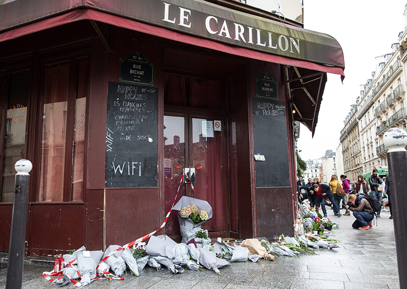 Flowers left outside Le Carillon Terror attacks in Paris, France - 14 Nov 2015. (James Gourley/REX/CP)