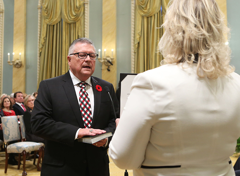 Canada's new Public Safety and Emergency Preparedness Minister Ralph Goodale (L) is sworn-in during a ceremony at Rideau Hall in Ottawa November 4, 2015. (Chris Wattie/Reuters)