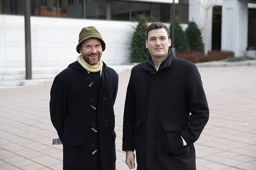 Evan Solomon and Nicolas Kohler talk about the Mike Duffy Trial in Ottawa December 9, 2015. (Blair Gable)