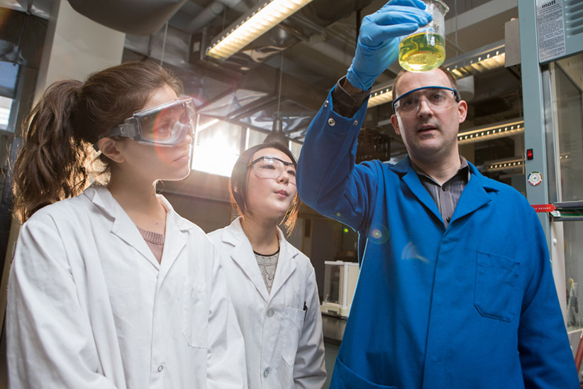 Professor Andy Dicks works with University of Toronto chemistry students Katherina Chang, Gregory Katsuno and Laura Debono analyzing a solution in their lab on January 29, 2015. J(Photograph by Jennifer Roberts)