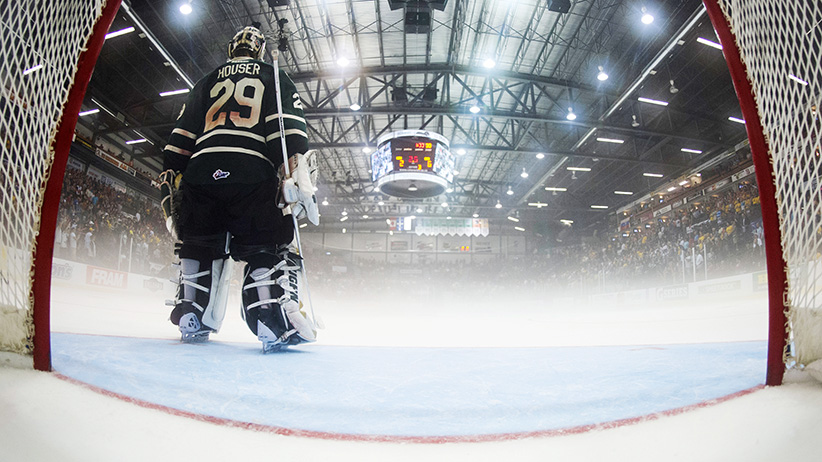 London Knights goalie Michael Houser stands in front of his net while fog cover the ice during the third period of their round-robin Memorial Cup ice hockey game in Shawinigan, Quebec. (Vincent Ethier/Reuters)