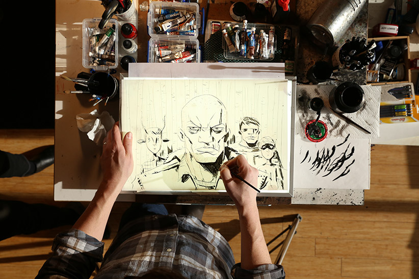 Jeff Lemire draws an image. (Photograph by Kayla Chobotiuk)