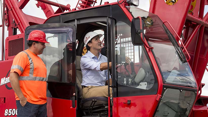 Liberal leader Justin Trudeau operates a crane while touring a crane operator training facility Thursday, August 27, 2015 in Oakville, Ont. (Paul Chiasson/CP)