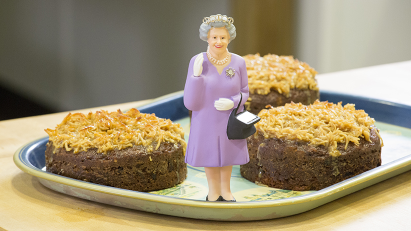 MAC16 QUEENELIZABETHCAKE TREBLE POST01 For Queen Elizabeth IIs 90th Birthday