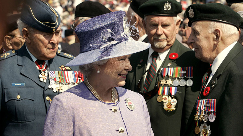 Britain's Queen Elizabeth smiles while meeting with Canadian veterans of D-Day during ceremonies at Juno Beach in Courseulle-sur-Mer June 6, 2004. [Hundreds of Canadian veterans returned to where they landed in 1944 to attend the 60th Anniversary of the D-Day invasion.] (Andy Clark/Reuters)