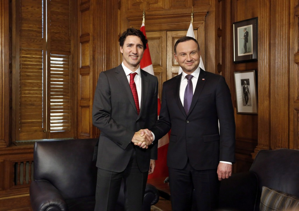 Prime Minister Justin Trudeau, left, shakes hands with Polish President Andrzej Duda before the start of a bilateral meeting on Parliament Hill in Ottawa, Tuesday May 10, 2016. (Fred Chartrand/CP)