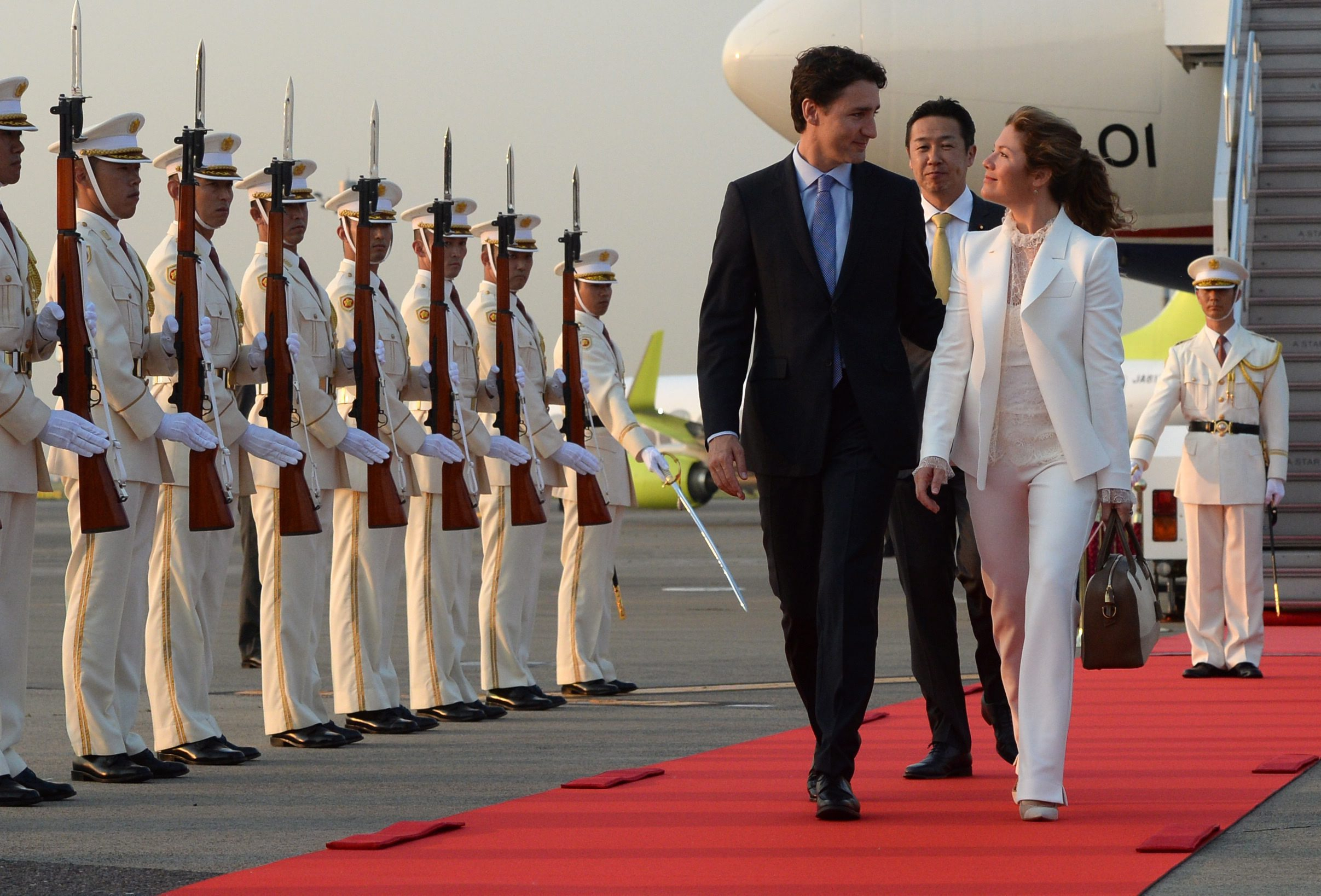 Prime Minister Justin Trudeau and wife Sophie Gregoire-Trudeau are greeted by an honour guard as they arrive in Tokyo, Japan on Monday, May 23, 2016. THE CANADIAN PRESS/Sean Kilpatrick