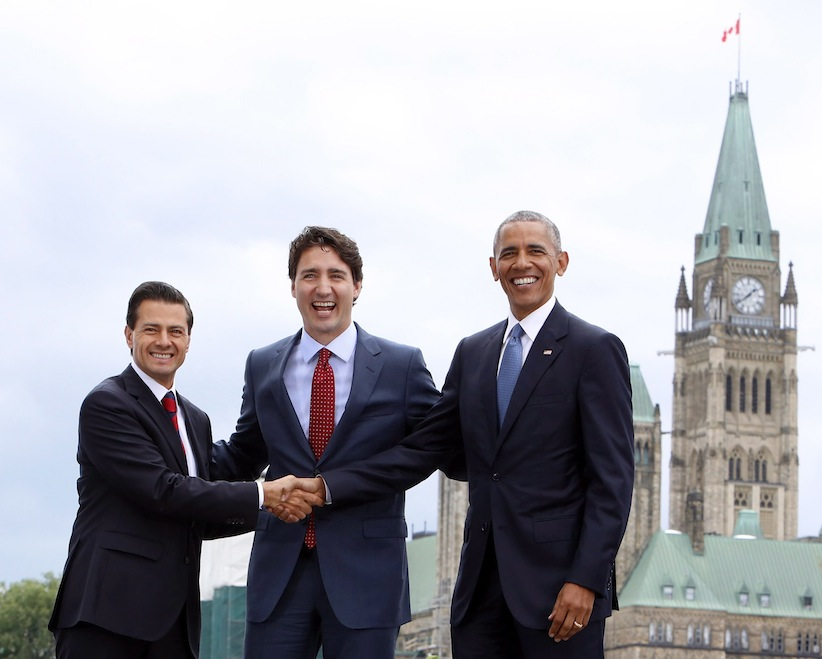 Prime Minister Justin Trudeau (centre), Mexican President Enrique Pena Nieto(left) and U.S. President Barack Obama(right) take part in a family photo at the North American Leaders' Summit in Ottawa, Wednesday June 29, 2016. (Fred Chartrand/CP)