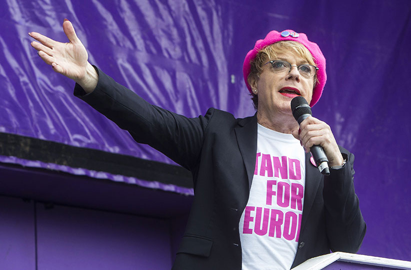 Eddie Izzard makes a plea to young people to vote to stay in Europe.He is taking his 'Stand up for Europe' campaign to 31 cities in 31 days.He urged young people to have their say just 3 days before the deadline to register. London 4 June 2016. (Mark Thomas/REX/Shutterstock/CP)