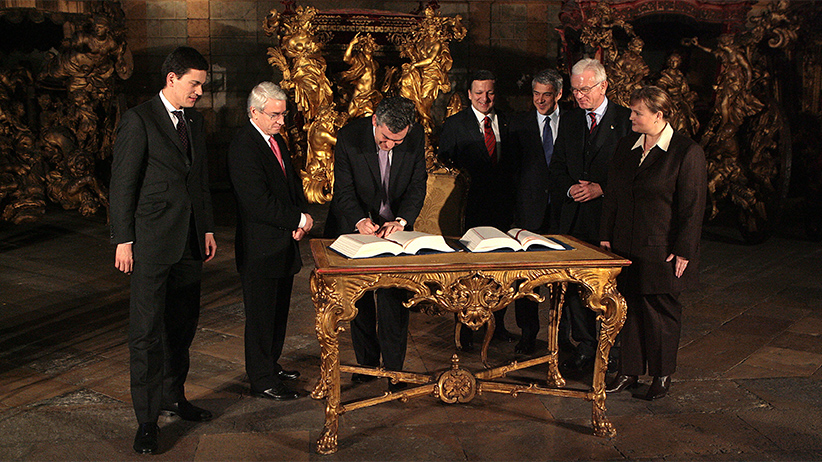 British Prime Minister Gordon Brown (2rd L) signs the ''Treaty of Lisbon'' next to his Secretary of state for Foreign and Comonwealth Affairs David Miliband (L), European Commission President Jose Manuel Baroso (4th R), Portuguese Prime Minister Jose Socrates (3rd R) and European Parliament President Hans-Gert Poettering (2nd R) at the Coche museum in Lisbon 13 December 2007. The ''Treaty of Lisbon'' wich replaces the EU constitution scuppered by French and Dutch voters in referendums in 2005. NICOLAS ASFOURI/AFP/Getty Images