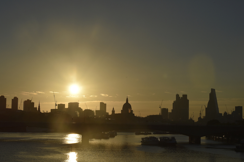 Dawn breaks over the City of London, Britain June 24, 2016. (REUTERS/Toby Melville)