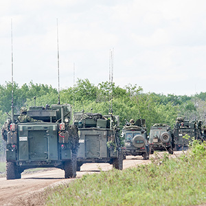 Canadian military vehicles line up for a convoy during Exercise MAPLE RESOLVE at Wainwright, Alberta on June 1, 2016. (Master Corporal Precious Carandang/4th Canadian Division Public Affairs)