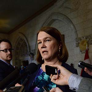 Jane Philpott announces Food Guide overhaul