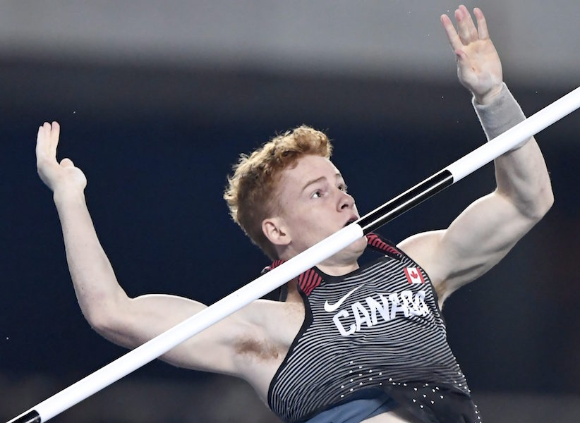 Shawn Barber fails to clear 5.65 metres in the men's pole vault final during the athletics competition at the 2016 Summer Olympics in Rio de Janeiro, Brazil, Monday, August 15, 2016. THE CANADIAN PRESS/Frank Gunn