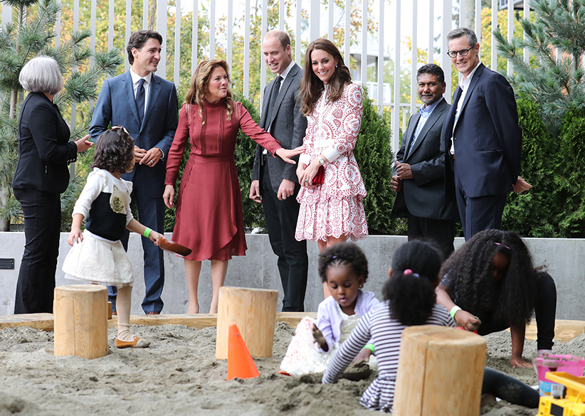 Catherine, Duchess of Cambridge, Prince William, Duke of Cambridge, Canadian Prime Minister Justin Trudeau and wife Sophie Trudeau watch children play in a sand pit during a visit to the Immigrant Services Society of British Columbia New Welcome Centre during their Royal Tour of Canada on September 25, 2016 in Vancouver, Canada. (Andrew Milligan/Getty Images)