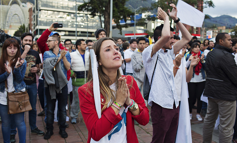 People react after learning about the rejection of a peace deal with the Revolutionary Armed Forces of Colombia (FARC) following a plebiscite in Bogota, Colombia, on Sunday, Oct. 2, 2016. (Nicolo Filippo Rosso/Bloomberg)