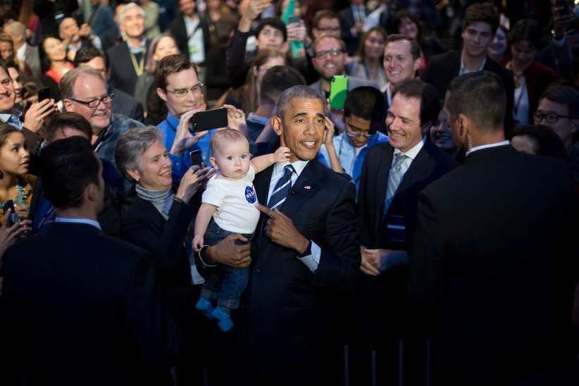 US President Barack Obama (C) holds 10-month-old Rowan Wright, who is wearing a NASA t-shirt, as he works the rope line after speaking at the White House Frontiers Conference at Carnegie Mellon University in Pittsburg, Pennsylvania, October 13, 2016. / AFP / JIM WATSON (Photo credit should read JIM WATSON/AFP/Getty Images)