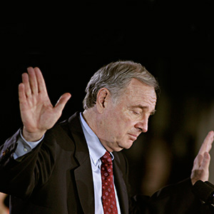 Liberal Leader Paul Martin pauses during his speech in Montreal, Jan. 23, 2006. (Jonathan Hayward/CP)