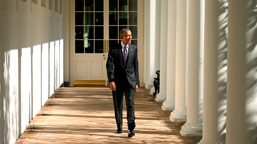 U.S. President Barack Obama walks the Colonnade toward the Oval Office of the White House in Washington on election day, November 8, 2016. (Kevin Lamarque/Reuters)