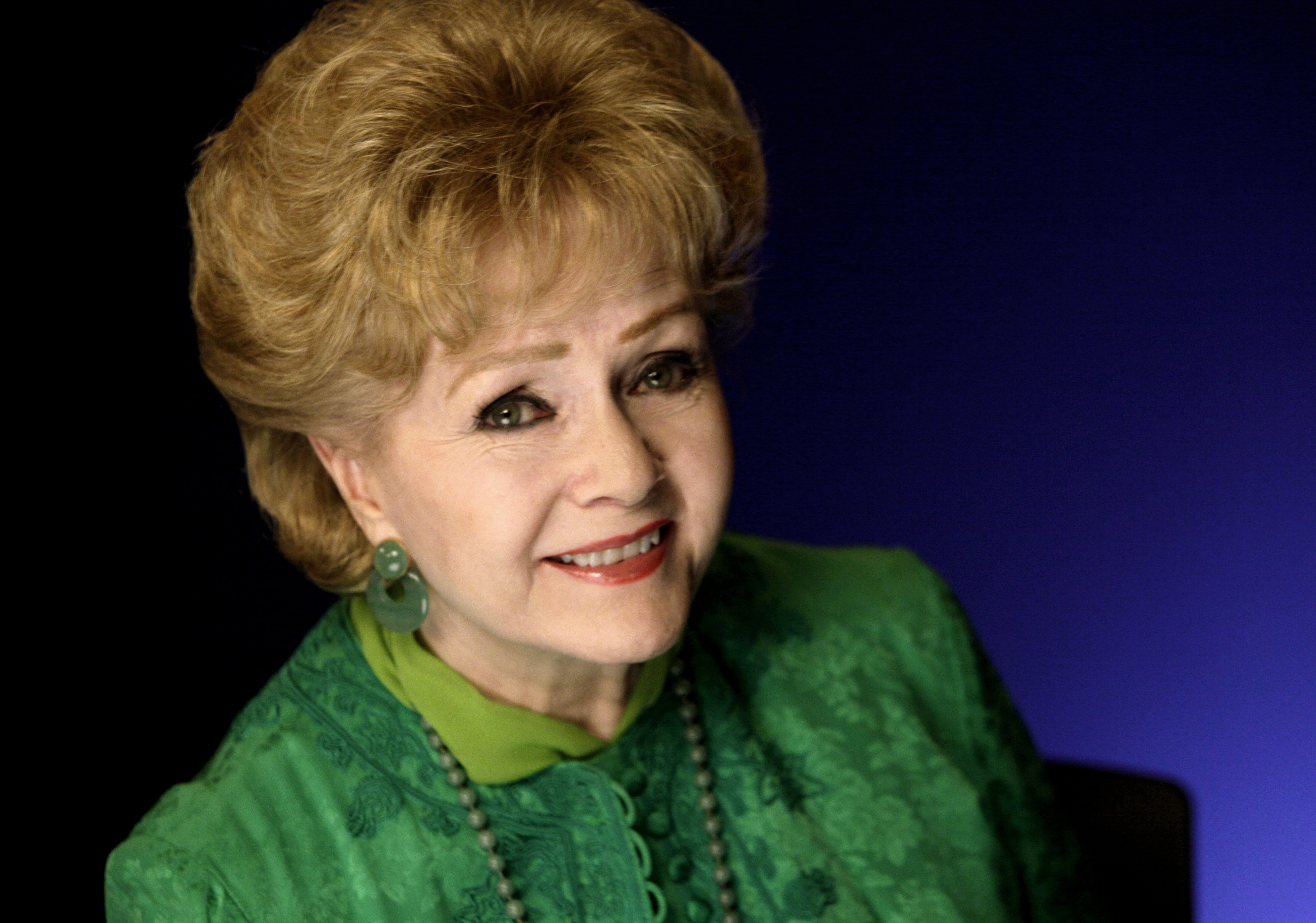 Celebrities and fans react in shock to Debbie Reynolds's death