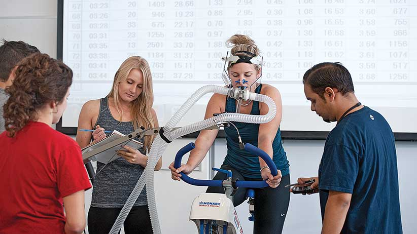 MACLEANS-UOIT-10.09.14-OSHAWA, ON: Kinesiology students conduct physio and endurance tests at UOIT in Oshawa, ON. Photograph by Donald Weber