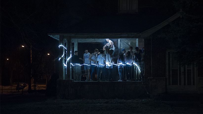 Students party on the porch of a fraternity house in London, Ont. on Saturday, January 14, 2017. (photo by Hannah Yoon.)