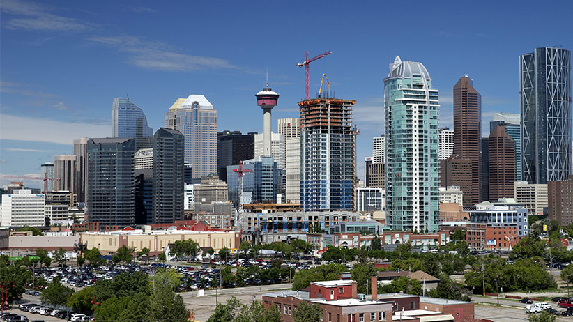 Construction cranes at work in the downtown area of Calgary, Alberta on June 20, 2014. (Larry MacDougal/CP)