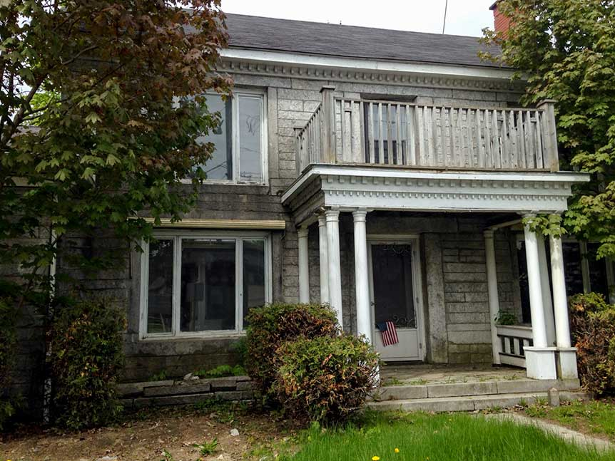 For sale a fixer upper on the u s canada border for Cost of building a house in vermont