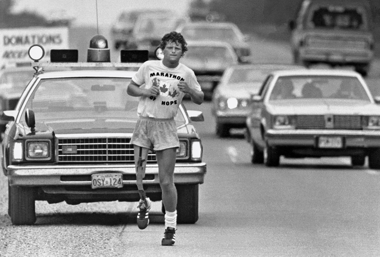 Runner Terry Fox continues his Marathon of Hope run across Canada, Sept. 1980. (CP)
