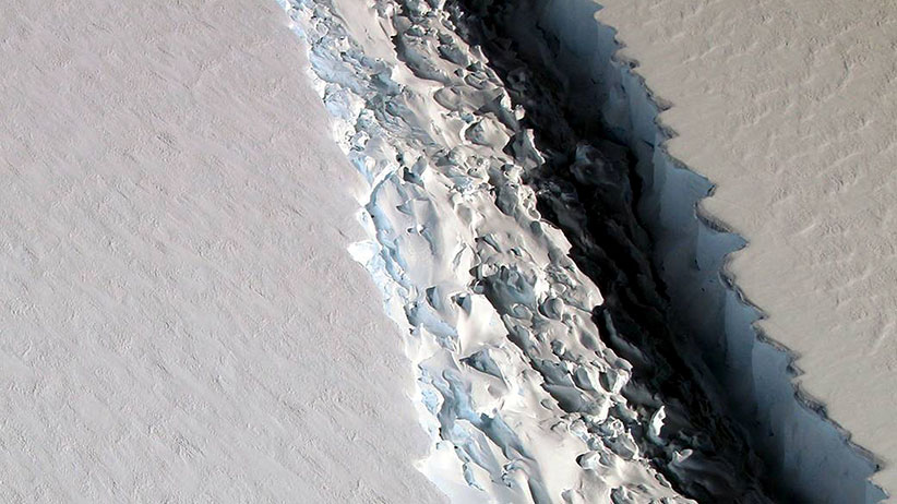 An oblique view of a massive rift in the Antarctic Peninsula's Larsen C ice shelf is shown in this November 10, 2016 photo taken by scientists on NASA's IceBridge mission in Antarctica.  (John Sonntag/NASA/Reuters)